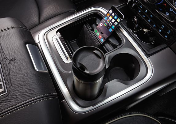 The Standard centre floor console of the 2017 RAM 1500 Canada houses a media hub and centre console bin for storage