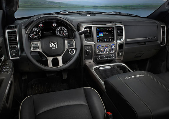 The 2017 Dodge Ram 2500 Canada offers convenient placement of all centre console and all instrument panel for your maximum comfort